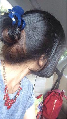 Teenage Girl Photography, Girl Photography Poses, Beautiful Girl Photo, Beautiful Long Hair, Cute Girl Poses, Girl Photo Poses, Long Indian Hair, Girl Hiding Face, Long Hair Ponytail