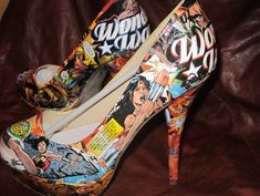 Tacones Wonder Woman // Wonder Woman Heels I think I may definitely WANT these shoes! Long live my HEROine! Comic Book Shoes, Comic Books, Vans Old Skool, Crazy Shoes, Me Too Shoes, Dream Shoes, Hot Shoes, Wonder Woman Shoes, Geeks
