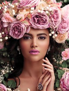 Ana Rosa, love the hands Costume Fleur, Art Visage, Floral Headdress, Foto Art, Floral Fashion, Floral Hair, Her Hair, Pretty In Pink, Beautiful Flowers