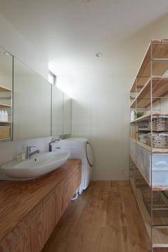 court house: 小泉設計室が手掛けたミニマル洗面所/お風呂/トイレです。
