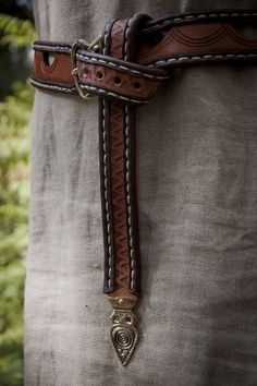 Viking Belt, worn in traditional manner. Norse-Design.de --------- Handwerk und…