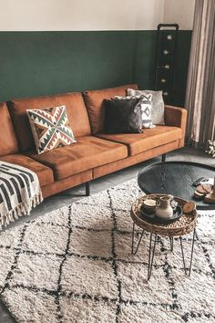 4 tips to successfully decorate your living room Thanks to we suddenly feel like transforming our entire living room. What a stunning warm colour combination. Teal Bedroom Decor, Bedroom Decor Lights, Diy Living Room Decor, Living Room Green, New Living Room, Living Room Interior, Home And Living, Living Room Designs, Home Decor