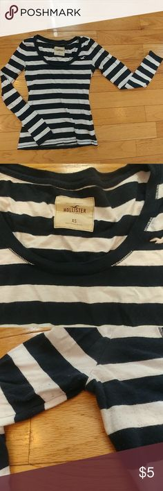 Hollister navy blue striped long sleeve top Navy blue and white striped long sleeve tee Hollister Size XS 100% cotton Slight pilling in armpit area but other than that in great condition Hollister Tops Tees - Long Sleeve