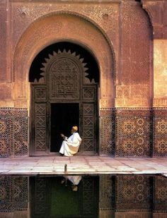 Mosque al-Attarin Madrasa (Fez, Morocco) Islamic Architecture, Art And Architecture, Design Marocain, Art Et Design, Kairo, Moroccan Design, Morocco Travel, Arabian Nights, Moorish