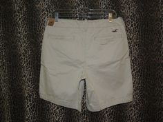 Hollister Men's Bay Shore Button Fly Beige Khakis Chinos Shorts Size 32 NWT…
