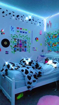 Indie Bedroom, Indie Room Decor, Cute Bedroom Decor, Room Design Bedroom, Aesthetic Room Decor, Room Ideas Bedroom, Bedroom Wall, Wall Decor, Chill Room
