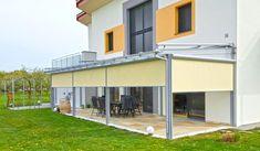 Genießen Sie Ihre Terrasse in vollen Zügen mit einer Überdachung und einem Rundum-Sonnenschutz. Mehr Bilder finden Sie auf unserer Homepage! Style At Home, Garage Doors, Modern, Mansions, House Styles, Outdoor Decor, Low Carb, Home Decor, Summer Garden