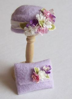Handmade 1/12th scale dollshouse moulded pale lilac felt cloche style # hat and matching bag