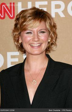 Jennifer Nettles.. love her short hair..