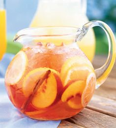 White Zinfandel Sangria-no I don't drink.but my mom loves sangria Party Drinks, Cocktail Drinks, Fun Drinks, Alcoholic Drinks, Beverages, Wine Cocktails, White Zinfandel Sangria, Peach Sangria, White Sangria
