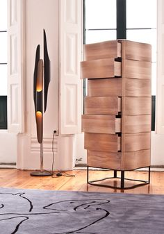 Coltrane Lampe und Holz Möbel