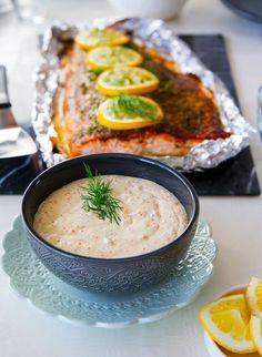Romsås är en av mina absoluta favoritsåser att servera med lax. Så enkel att göra men åh så god!