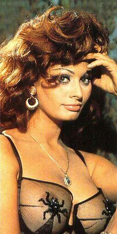Sophia Loren, so gorgeous and I love that bra!