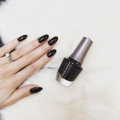 Classic Black for the week! (by @lucinhabarteli ) -------Pretinho clássico para esta semana...