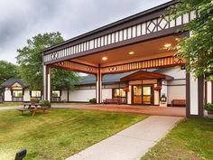 Saranac Lake (NY) Best Western Mountain Lake Inn United States, North America Ideally located in the prime touristic area of Saranac Lake, Best Western Mountain Lake Inn promises a relaxing and wonderful visit. The hotel offers guests a range of services and amenities designed to provide comfort and convenience. 24-hour front desk, facilities for disabled guests, luggage storage, Wi-Fi in public areas, car park are just some of the facilities on offer. Comfortable guestrooms e...
