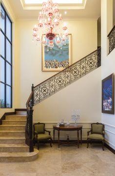 Javier Tola es un arquitecto interior con especial sentido de la belleza y lo estético.  CLAVE! 49  Foto: Juan Alberto Andrade