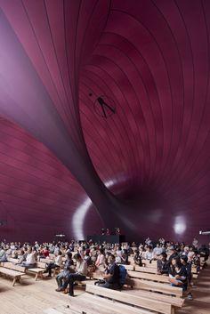 Matsushima, Japan: Der aufblasbare Konzertsaal von Anish Kapoor und Arata Isozaki liegt wie eine riesige Aubergine mitten in der japanischen Landschaft. Foto: Iwan Baan