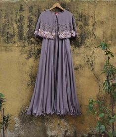 Indian Gowns Dresses, Indian Fashion Dresses, Indian Designer Outfits, Girls Fashion Clothes, Long Gown Design, Fancy Dress Design, Party Wear Long Gowns, Designer Party Wear Dresses, Stylish Gown