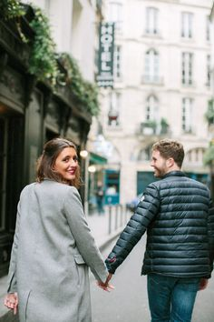 This is a joyful and romantic engagement session with a parisian couple in Paris at ile Saint Louis #engagement #session #paris #wedding #photographer © saya photography @studiohlala #studiohlala #sayaphotogaphy #intimate #romantic #parisian #joyful #ilesaintlouis