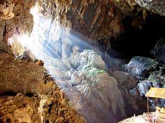 Vang Vieng, Laos //  via swicetrip.com