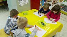 """De beste maatjes - Muzikaal moment - """"Schilderen op muziek"""" - 1ste kleut... Grandchildren, Toddler Bed, Kids Rugs, Youtube, Water, Google, Photos, Shop Signs, Gripe Water"""
