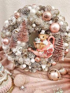Winter Christmas, Christmas Home, Christmas Wreaths, Christmas Crafts, Xmas, Christmas Party Decorations, Holiday Decor, Advent Wreath Candles, Ornament Wreath