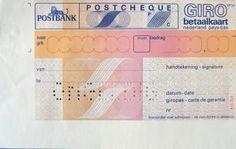 Girobetaalkaart - ik voelde me wat groot toen ik ze eindelijk zelf kreeg - maar vijf per keer omdat ik nog niet zoveel geld had...