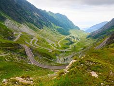 Take a scenic drive along Romania's winding Transfăgărășan road, which links Transylvania to Wallachia. Cool Places To Visit, Places To Go, Places Around The World, Around The Worlds, Romania Travel, Green Lake, Europe, The Beautiful Country, Greek Islands
