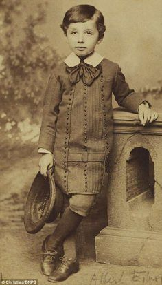 The five-year-old boy who grew up to become a genius: Rarely seen photos of Albert Einstein resurfac. Vintage Pictures, Old Pictures, Vintage Images, Old Photos, Vintage Ads, Rare Photos, Vintage Photographs, Albert Einstein Pictures, Albert Einstein Photo