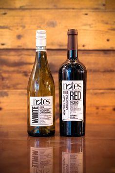 Rótulo de Vinho Notes Justificando o nome, o Notes Coffee, Food & Wine, a melhor cafeteria de Londres, lançou sua própria linha de vinhos. Os rótulos são criação da GO!.