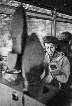 Tom Waits on the tour bus reading Last Exit to Brooklyn, 1975 by Michael Dobo via Dillon Dillon *Darling Clementine* Rock N Roll, Pop Rock, New Wave, Billy Holiday, People Reading, Steve Mccurry, Foto Art, Actors, My Music