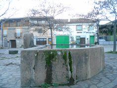 Villanueva del Conde. Fuente y pila de plaza del pueblo. Esta última es llamada oficialmente Plaza de las Eras