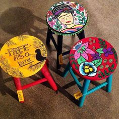 Side table or vanity stool Hand Painted Chairs, Painted Stools, Funky Painted Furniture, Refurbished Furniture, Paint Furniture, Furniture Makeover, Diy Bar Stools, Deco Originale, Creation Deco