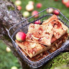 Talkoolaisten omenapiirakka - Simple Apple Pie. Food & Style Emilia Kolari Photo Satu Nyström. Maku 4/2013.