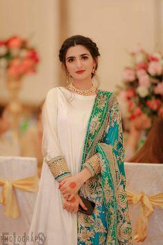 Beautiful Pakistani Dresses, Pakistani Formal Dresses, Pakistani Fashion Party Wear, Dresses Elegant, Pakistani Wedding Outfits, Stylish Dresses For Girls, Wedding Dresses For Girls, Pakistani Dress Design, Party Wear Dresses