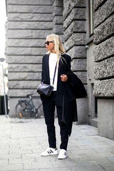 Des Superstar avec un total look noir - Comment porter des Superstar sans faux pas  - Elle