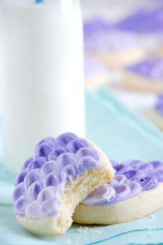Super Soft Sugar Cookies & Ombre Egg Tutorial - The Kitchen McCabe - Cookies Recipes Brownie Cookies, Cut Out Cookies, Cookie Desserts, Fun Cookies, Cupcake Cookies, Just Desserts, Cookie Recipes, Cookie Favors, Baby Cookies