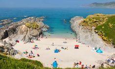 Rock 'n' stroll … outcrops shield the super setting at Barricane beach in North Devon British Seaside, British Isles, Travel Abroad, Travel Tips, Rhossili Bay, North Devon, Devon Uk, Happy City, Kingston Upon Thames