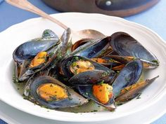 cozze alla marinara Ratatouille, Fresh Rolls, Dinner Recipes, Appetizers, Dishes, Vegetables, Cooking, Ethnic Recipes, Food
