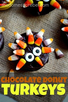 Chocolate Donut Turkeys are such a fun way to dress up prepared donuts for the holidays! Chewy Chocolate Chip Cookies, Chocolate Donuts, Chocolate Crafts, Holiday Treats, Halloween Treats, Holiday Recipes, Fall Halloween, Turkey Cupcakes, Fun Cupcakes