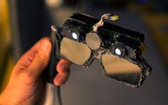 castAR: «Παντρεύοντας» την εικονική και την επαυξημένη πραγματικότητα - Το castAR είναι βασισμένο σε ένα ζευγάρι γυαλιών, τα οποία έχουν δύο μικρούς projectors πάνω από τους φακούς τους. Ο κάθε projector λαμβάνει video stream μέσω σύνδεσης HDMI και στη συνέχεια προβάλλει τμήμα της τρισ�