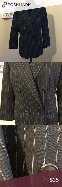 Spiegel Classic Pinstripe Blazer 8P Awesome Spiegel Blazer. In great used condition with only one apparent and very fixable flaw, a stain (or dirt??) near one button. Not going to attempt to remove it because I'm not good with stains and I do not want to damage the material. It is hardly noticeable in my opinion. Overall very good used quality. Size 8 petite. Spiegel Jackets & Coats Blazers