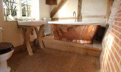 Copper Bathtubs: Turning Your Bathroom into an Antique Paradise Copper Tub, Copper Bathroom, Chic Bathrooms, Amazing Bathrooms, Small Bathrooms, Bathroom Design Small, Bathroom Interior Design, Painted Floorboards, Bath Tube