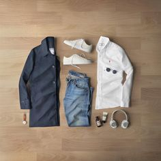 Always most comfortable in simple combinations. Sneakers: via Oxford: Denim: selvedge Trench Coat: Watch: Headphones: Skincare: Sunglasses: Fashion Advice, Fashion News, Men's Fashion, Fashion Trends, Creative Shirts, Cool T Shirts, Outfit Grid, My Outfit, Latest Mens Fashion