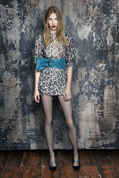 See the complete Emanuel Ungaro Pre-Fall 2016 collection.