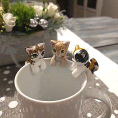 Ajoutez une touche de créativité à votre tasse avec ce petit attrape thé en forme de chat Possibilité de commande spéciale et de personnalisation du produit. Nhésitez pas à me faire parvenir des détails ou des photos de votre compagnon félin afin de recevoir un pièce unique. Le produit reçu peut être légèrement différent de limage. Je ferai votre commande et lenverrai dans les 3 jours ouvrés après la réception du paiement.