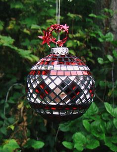 Mosaic glass ball ornament, diameter, with red and silver glass mirror on a glass base. Christmas Mosaics, Stained Glass Christmas, Glass Christmas Ornaments, Christmas Balls, Christmas Crafts, Christmas Decorations, Mosaic Art, Mosaic Glass, Mosaic Madness