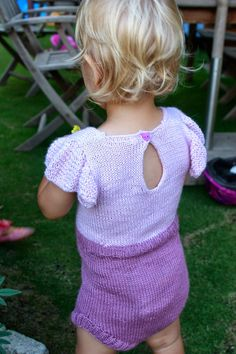 Knitmandu: Sommer og Solskinsdragt fra Paelas/Sunny Suit pattern from Paelas. More photos and info on my blog