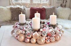 ein adventskranz aus weihnachtskugeln ist ganz einfach selbst gemacht wir zeigen wie es geht. Black Bedroom Furniture Sets. Home Design Ideas