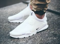 Nike Sock Dart White Independence Day aux pieds (1) Nike Sock Dart, White Shoes, White Sneakers